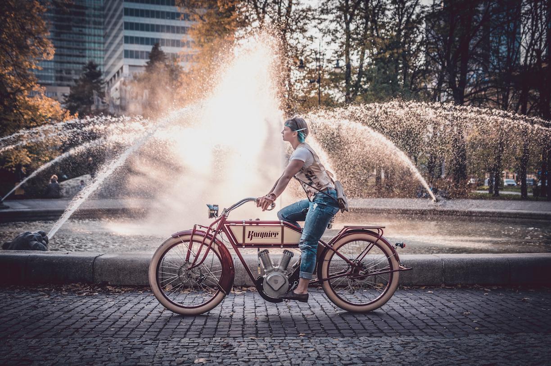 electric retro bike, vintage electric bikes, custom ebike, ebike, pedelec 250W, pedelec, retro pedelec, Kosynier deLux, the ruffians, electric moped, electric retro moped, electric vintage moped, 250W, red ebike, like motorcycles, like indian, like harley, like classic motorcycles, classic motorcycles, old school electric motorbikes, ebike vintage, vintage electric, vintage e bikes, electric motorcycles, classic motorcycles, legendary motorcycles, custom bike, the bike looks like a motorcycle, vélo rétro électrique, vélo vintage électrique, moto classique, vélo électrique, le vélo ressemble à une moto, klassisches Motorrad, Weinlesemotorrad, oldtimer, Das Fahrrad sieht aus wie ein Motorrad, e bike chopper, e-bike chopper style, ebike elektro chopper fahrrad, e bike chopper cruiser, e-bike chopper fahrrad, custom fahrrad, custom bikes fahrräder, custom bikes fahrrad, pedelec retro look, retro pedelecs, electric bi, retro electric bike, electric retro bikes, electric bike motorbike, el bike, ebike motorcycle, motorcycle electric bike, vintage electric bicycle, vintage cycles, classic cycles, retro cycles, bicycles electric, e motorbike, vintage bike company, vintage of bikes, velo old school american, moto vintage electrique, vélo électrique top life, electric bike 2019, electric bike 2020, beach bike electrique, bici d'epoca elettrica, bici elettrica vintage, biciclette elettriche vintage, Biciclette vintage elettriche, Bici elettrica Cruiser, BICI CRUISER E-BIKE, elektrisk retro-sykkel, elektrisches Retro-Fahrrad, retro e bike, vélo rétro électrique, vélo électrique retro, vélo électrique cruiser, bicicleta eléctrica vintage, bicicleta electrica vintage, bicicleta eléctrica retro, bicicleta electrica retro, classic motorcycles, electric motorcycles, klasyczne motocykle, motocykle elektryczne, motociclette classiche, motocicli elettrici, motos classiques, motos électriques, klassische Motorräder, elektrische Motorräder, motocicletas clásicas, motocicletas eléctricas,